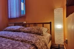 Camera 1 cu pat matrimonial, TV/Wi-Fi si baie proprie